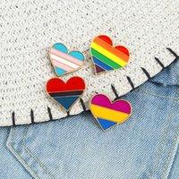 Cuore smalto Pins LGBT PRIDE SPUOCHES INTERSEX Rainbow Gay Lesbian Distintivo colorato per le donne Uomo Giacche