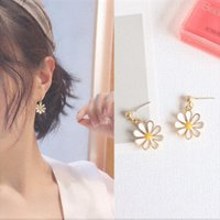 Pair Of Women's Golden Daisy Earrings Fresh Charming Cute And Simple Style Flower Fashion Ear Clip Stud