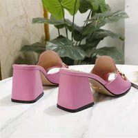 2021 Tasarımcı Tasarım Moda Kadın Sandalet Terlik Deri Kalın Topuklu Ayakkabılar 34-41 Lüks Atmosfer Yüksek Kalite Siz