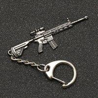PUBG Llavero M416 AKM SCAR AWM M24 KAR98K VSS Mochila Armadura Casco Pan Flare Gun Llavero Llavero Anillo Joyería del ejército