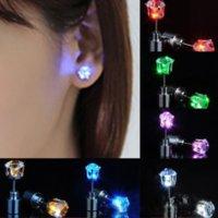 Mulheres Homens LED Gadget Moda Jóias Light Up Crown Crystal Drops Criativo Moderno Iluminação Brincos Retail Pacote