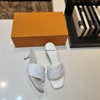 Beste Qualität Frauen Sandale Nieten Wedge Sandalen 5.5cm High Heels und Flat 2 Stil Mode Trend Beliebte Damen Wedge Sandalen Druckschuh mit o