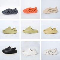 2021 Kinder Mode EVA Foam Runner Kanye Designer Schuhe Kinder Jungen Mädchen Casual Hausschuhe Kleinkinder Weiche Sohlen Slipper Slipper Wüsten Sand Knochenharz Westen Sandalen