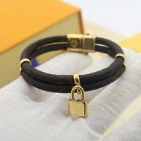 Buchstaben Doppelblumenschloss Hohe Qualität Leder Armband Edelstahl Anhänger Modeschmuckversorgung