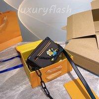 Dernière boîte de coffre douce Sac épouvantail Hommes 2021 Designers Mini Brochebody Sacs Luxurys Haut Qualité Femmes Femmes Porte-épaule durable