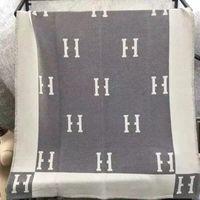 Designer cobertores H Cobertor Cashmere Mulheres 135x165cm Luxo Letra Sublimação Inverno Bebê Sumsum Praia Banheira Toalha De Banho De Algodão D2108281L