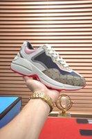 Atacado Rhyton Sneaker Sneaker Mens Womens Sapatos Rosa Cinza Branco Com Imprimir Vintage Trainer Mulheres Box e Pot Bag Tamanho 35-45