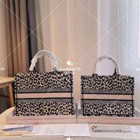 Featured tenuta a mano canvas shopping bags moda leopardo stampa modello con stampa ricamata logo grande capacità computer spiaggia frizione da viaggio grande 42 cm piccolo 36 cm