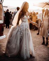 Pure dentelle 3d fleurs applique robes de mariée boho robes de mariée boho sans bretelles tulle divisée gris foncé gris foncé cristaux de plage