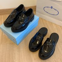 Diseñador Zapatos de mujer Monolith Plataforma de goma Zapatillas de deporte Negro Brillante Zapatilla de cuero Chunky Cabeza redonda Sneaker Punto grueso grueso Mocasines