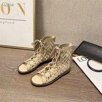 Натуральная кожа полые дизайн женские сандалии красивые длинные трубки шоу тонкие прохладные ботинки короткие тапочки двойных целей Единственная выгравированная печатная печать кружева ретро тренда леди обувь