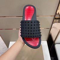 Мужчины красных дна Spikes тапочки заклепки ботинки роскоши дизайнерские сандалии плоские скольжения лодки Луби шлепанцы бассейн веселье Париж Летний пляж сексуальные кожаные тапочки EU38-45 NO300