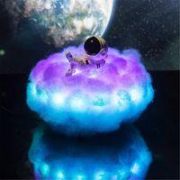 Yeni LED Renkli Bulutlar Astronot Lambası Ile Gökkuşağı Efektli Çocuk Gece Işık Yaratıcı Doğum Günü Hediyesi