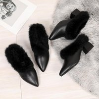 Slippers Flat Shoes Female Casual Thin Heels Square Heel Cover Toe Fur Flip Flops Slides Med Mules For Women 2021 Luxury Block