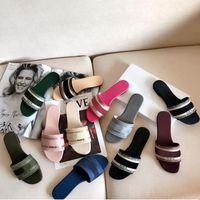 2021 Cuir Cuir Femmes Sandales Summer Flat Slipper Fashion Femme Femme Grosse tête Rainbow Lettres Pantoufles avec boîte