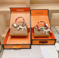 Luxury Handbag Väskor Designer Tote Bag Branded Crossbody Shoulder_Bag Kvinnors Klassisk Mode Matchande Silk Scarf Hängsmycke Tre Piece Set H