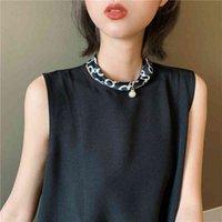 Fabrik Japaner Sommer Magnetische Knopf Damen Halskette Faule Anhänger Mode Lätzchen Neck Kette Collarbone Perle Schal