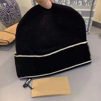 Высокое качество Классическая буква вязаные шапки шапки с этикеткой для мужчин Женщины осень зима теплая толстая шерсть вышивка холодной шляпе мода уличные шляпы