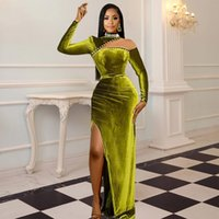 2021 Plus Size Arabic Aso Ebi Green Velvet Sheath Prom Dresses Sheer Neck Pearls Evening Formal Party Second Reception Bridesmaid Gowns Dress ZJ305