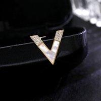 Temperamento Letra salvaje V Shell Pequeño broche Cuello Anti-exposición Fija Pin Cardigan Pin Cuello Pin Accesorios
