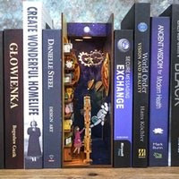 DIY Holz-Buch-Nook-Puppenhaus mit leichten Kit zusammengebauten Miniatur mit Möbelzubehör Puppe Haus Spielzeug Geschenke berühmte Bücher y0329