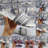 Damen Plateausandalen Klassische Modedesigner Slides Low Heels Blumenbrokat Flip Flops Mit Box Stickerei Gummi Slipper Trend Sliders Damen Hausschuhe 35-41