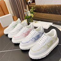 2021 المرأة قماش أحذية عارضة الكلاسيكية الأبيض زيادة منصة شقة الأبجدية التطريز أحذية رياضية جلدية منخفضة أعلى الأحذية الشتاء المدربين المائل 35-41 مربع