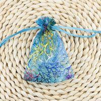 Coralline organza cordon de bijoux emballage Pochettes de fête de fête de mariage Faveur cadeau Sacs de conception avec motif dorure 10 x15cm 379 q2