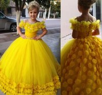 2021 Cute Yellow Flower Girl Dresses Off Shoulder Illusion Neck Hand Made Flowers Crystal Beads Birthday Little Girls Wedding Dress Communion Pageant Gowns Tulle
