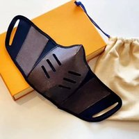 EE. UU. Diseñador de moda Masas para hombre Mascarillas de cara reutilizable y lavable Mascarilla de lujo Mujeres a prueba de polvo Material de cuero anti-Haze Flower Grid Seaee