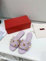 Caratteristic Slipper Donne Designer Rivetti Pantofole Pattern Famosa Moda Estate Scarpa confortevole Alta qualità NE W Brand Style Luxury