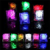 Flash Glace Cubes activés par l'eau LED Flash Light mis dans l'eau Buvez des barres Flash Barres de mariage Anniversaire de mariage Décor FWD8978