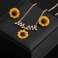 Bohemian Sunflower Leaf Pearl Necklace for Women Girls Lovely Resin Daisy Flower Boho Long Drop Handmade Pendant Necklaces