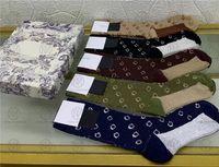 Sıcak Tasarımcılar Erkek Bayan Çorap Beş Lüks D Spor Kış Mesh Mektubu Baskılı Markalar Pamuk Adam Kadın Çorap Kutusu Ile Set Hediye Için