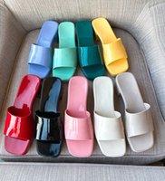 Desinger لون الحلوى هلام pvc منصة النساء أحذية الصيف مربع مفتوحة تو الكعوب البغال في الهواء الطلق شاطئ اللباس النعال سميكة وحيد مع شعار