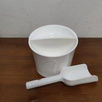 دلاء الثلج البلاستيكية البيضاء مع سكوب صانع توفير مكعبات التخزين مساحة التخزين برودة