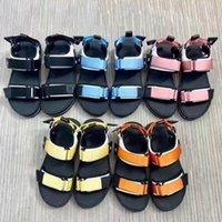 2021 мужчин и женщин дизайнерские аркады плоские сандалии платформы натуральные кожаные женские дизайнеры сандалии слайды шлепанцы