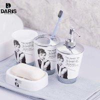 SDARISB 100% plastique accessoires de salle de bain Ensemble 4 PCS Bath Set Cadeau Inlcude Brochette de brosse à dents Ensemble Tumbler Savon Distributeur de savon SH190919