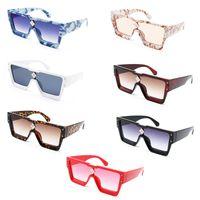 En Kaliteli Güneş Erkekler Lüks Tasarımcı Güneş Gözlükleri Kadınlar Büyük Kare Çerçeve UV400 Lens Progressive Renk Sunglass Retro Tarzı Gözlük 21047 Marka Gözlükler