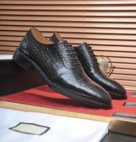 2022 Herren Müßiggänger Oxford Derby Schuhe Rote Bottoms Schwarz Braun Bule Wildleder Lackleder Nieten Glitter Mode Kleid Hochzeitsgeschäft