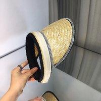 High-end güneşlik şapkaları, vizör seyahatleri için gerekli olan lüks tasarımcılardan ve farklı görünüm modellerinin üst vücut özelleştirmesi, gerçekten iyi görünümlü