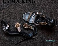 New Metal Leather Women Sandálias com Golden Watch Peep-Toe Sapatos Finos de Neon Gladiador Verde Romano Salto alto Mulheres Bombas