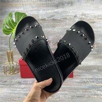 2021 Klasik Kadın Terlik Rhinestone Siyah Sandalet Bayanlar Düğün Seksi Deri Terlik Trendy Perçin Saplama Slaytlar Erkek Casual Düz Spike Parti Ayakkabı Güzel Konfor