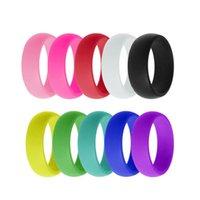 Anillos de boda de silicona para mujeres, 10 paquetes de bandas de diseño de caramelo de arco iris, goma de 8 mm de ancho, 2.8 mm de espesor