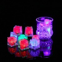 파티 장식 3pcs LED 아이스 큐브 빛나는 공 플래시 빛 빛나는 네온 결혼식 축제 크리스마스 바 와인 유리 용품
