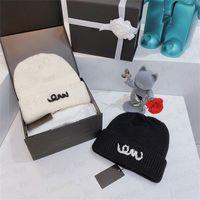Stickad hatt mössor brev mode design för man kvinna vinter andas varm keps 2 färger hög kvalitet