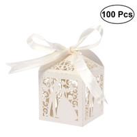 100pcs Couple Design Luxe Lase Cuase Coupe de mariage Bonbons Cadeau Cadeau Boîtes avec décorations de table ruban (Creamy-Beige) 210326
