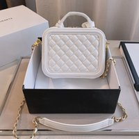 Mujeres lujos de lujo diseñadores bolsas 2021 bolso de calidad superior de calidad doble solapa caviar textura c bolsa de cuero genuino diamantes messenger damas viajes cosmético