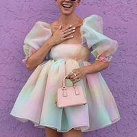 Fabpop Kadınlar Renkli Kravat Boya Parti Mini Elbiseler Seksi Kare Boyun Puf Kol Organze Elbise Yaz Kısa Vestido GB406 210709