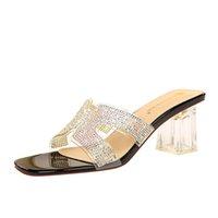 브랜드 여자 슬리퍼 최고 품질 디자이너 레이디 샌들 여름 슬라이드 하이힐 슬리퍼 럭셔리 캐주얼 신발 여성 가죽 패션 모조 다이아몬드 두꺼운 발 뒤꿈치